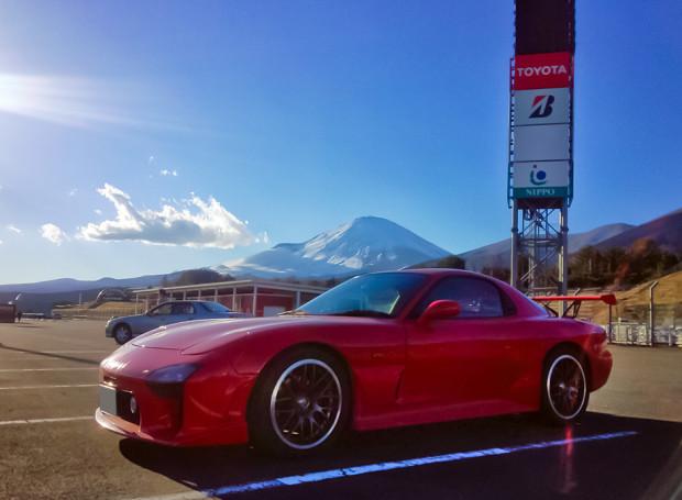 走った直後、富士山とRX-7